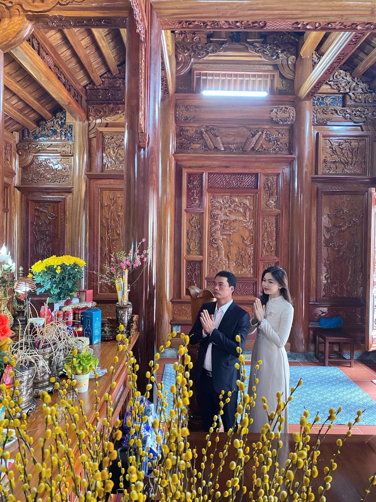 Hoa hậu Tiểu Vy khoe ảnh mẹ diện áo dài ngày mùng 1 Tết, fans trầm trồ vì nhan sắc trẻ đẹp ảnh 16