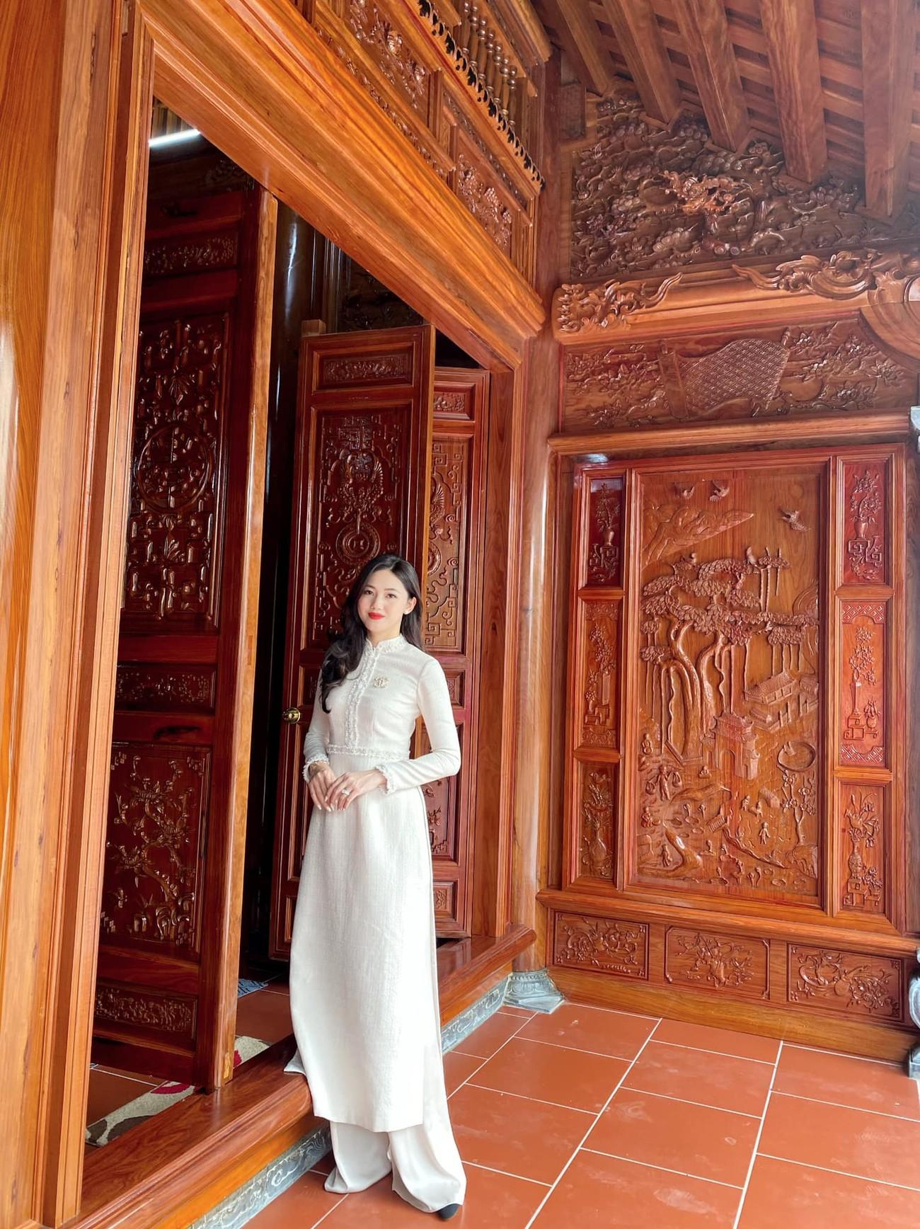 Hoa hậu Tiểu Vy khoe ảnh mẹ diện áo dài ngày mùng 1 Tết, fans trầm trồ vì nhan sắc trẻ đẹp ảnh 15