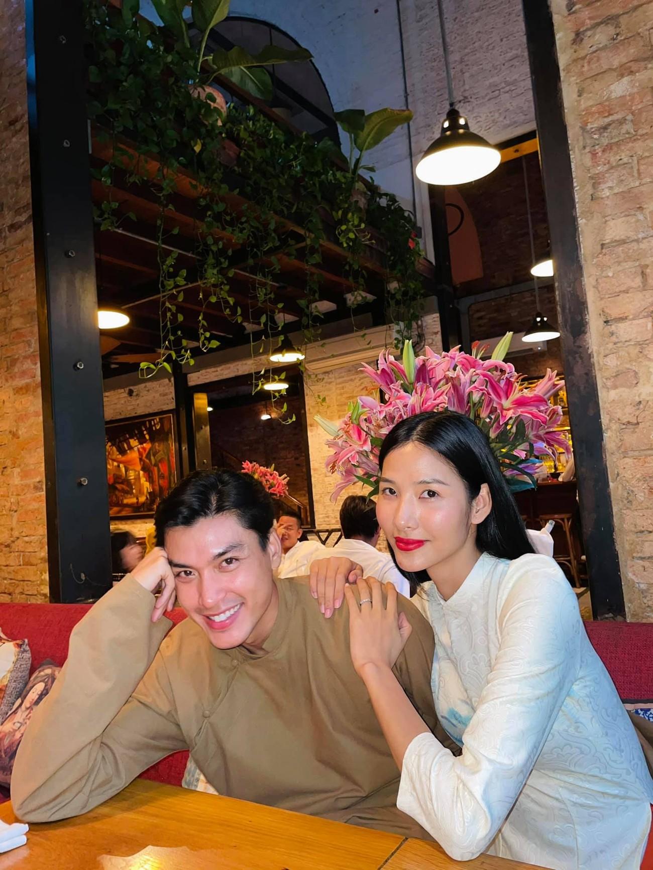 Hoa hậu Tiểu Vy khoe ảnh mẹ diện áo dài ngày mùng 1 Tết, fans trầm trồ vì nhan sắc trẻ đẹp ảnh 23