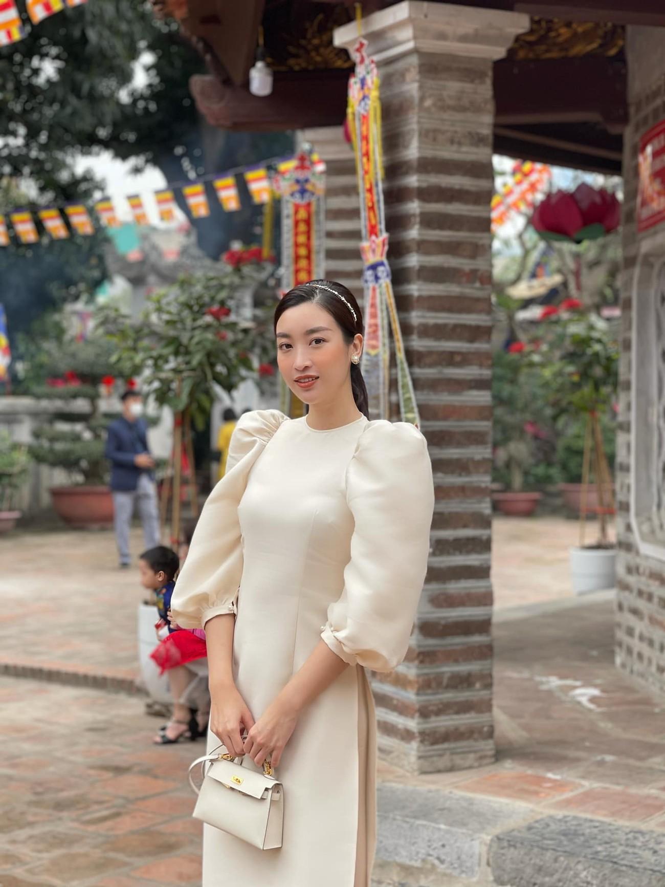 Hoa hậu Tiểu Vy khoe ảnh mẹ diện áo dài ngày mùng 1 Tết, fans trầm trồ vì nhan sắc trẻ đẹp ảnh 4