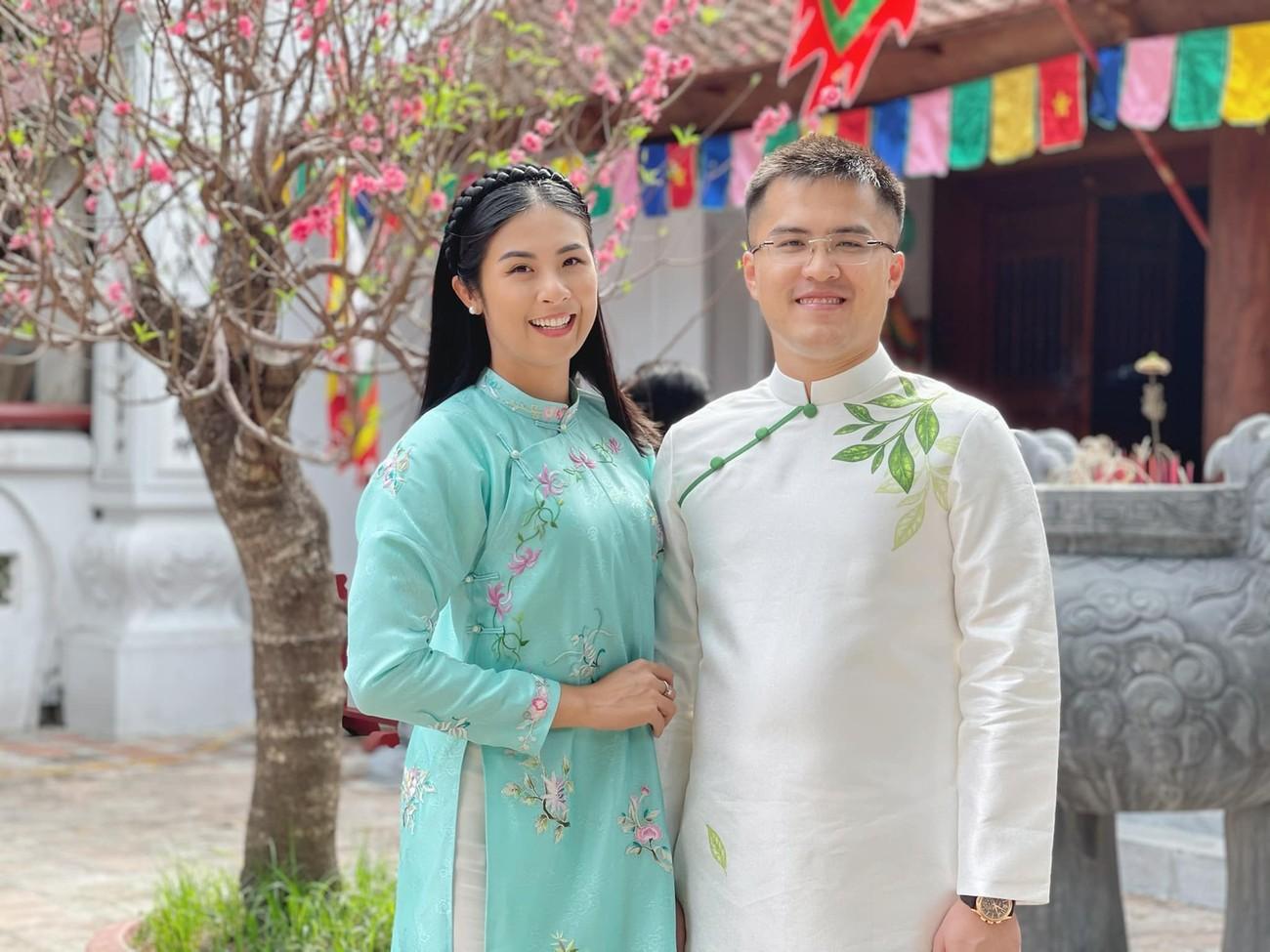 Hoa hậu Tiểu Vy khoe ảnh mẹ diện áo dài ngày mùng 1 Tết, fans trầm trồ vì nhan sắc trẻ đẹp ảnh 6