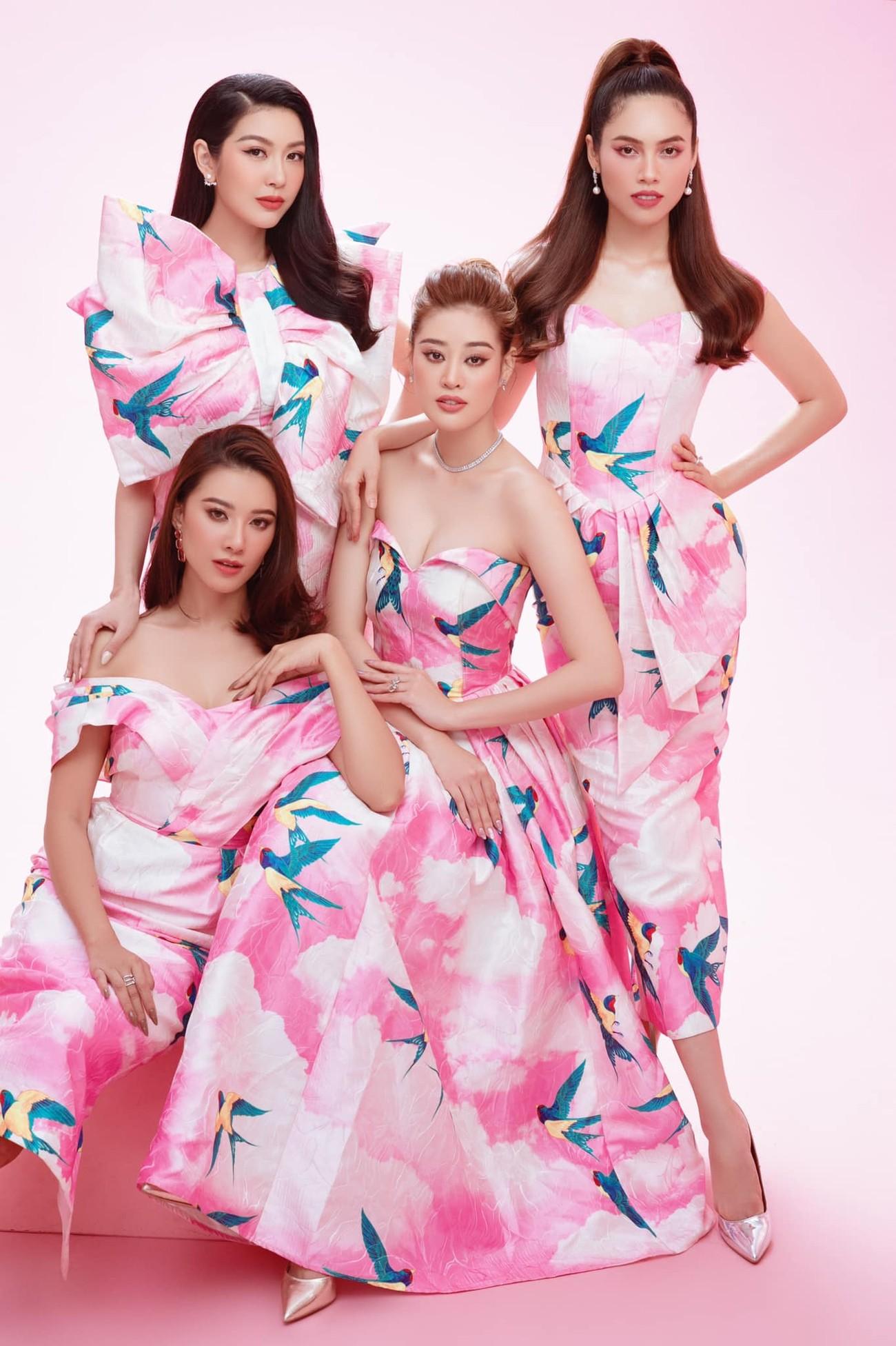 Ngọc Hân và hội bạn thân cả thập kỷ mặc áo dài khoe dáng trên phố Xuân mùng 2 Tết ảnh 19