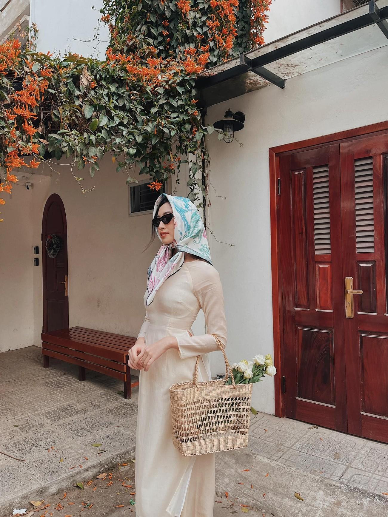 Ngọc Hân và hội bạn thân cả thập kỷ mặc áo dài khoe dáng trên phố Xuân mùng 2 Tết ảnh 8