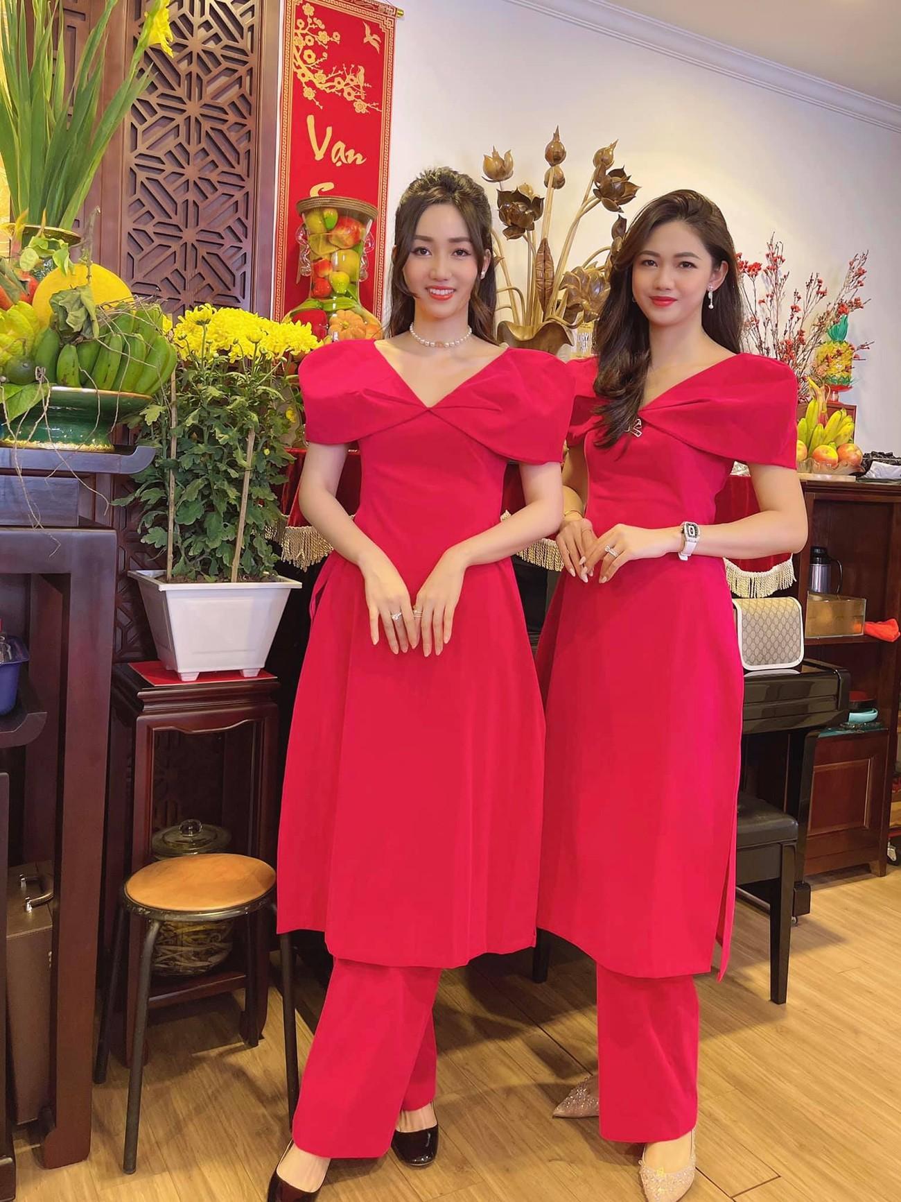 Ngọc Hân và hội bạn thân cả thập kỷ mặc áo dài khoe dáng trên phố Xuân mùng 2 Tết ảnh 14