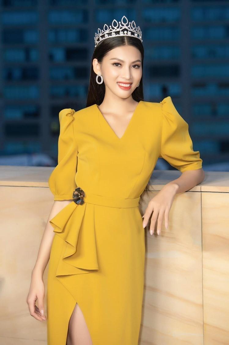 Gam màu vàng sang chảnh đích thị là màu 'phong thuỷ' của Á hậu Ngọc Thảo ở Miss Grand 2021 ảnh 4