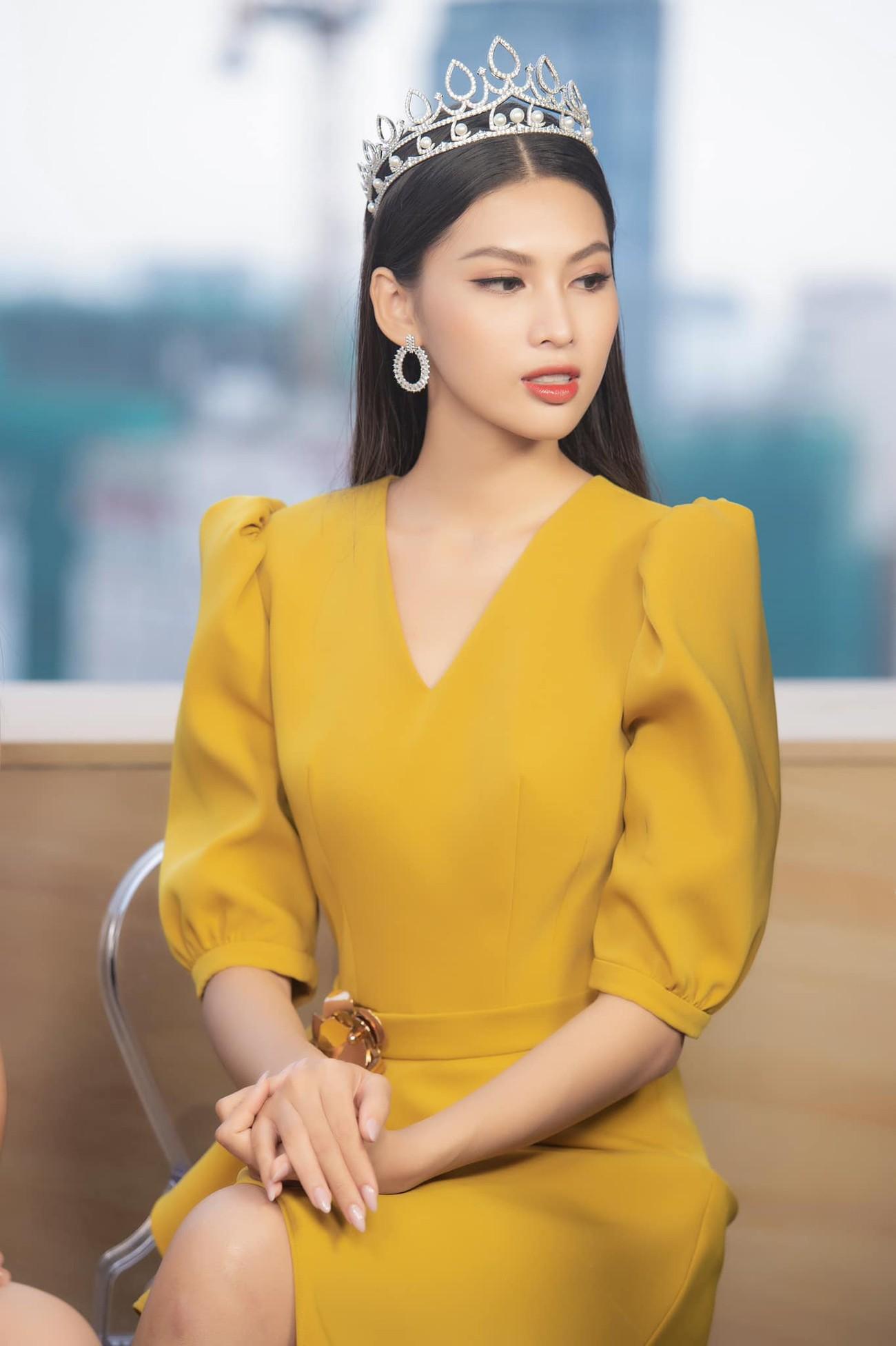 Gam màu vàng sang chảnh đích thị là màu 'phong thuỷ' của Á hậu Ngọc Thảo ở Miss Grand 2021 ảnh 3
