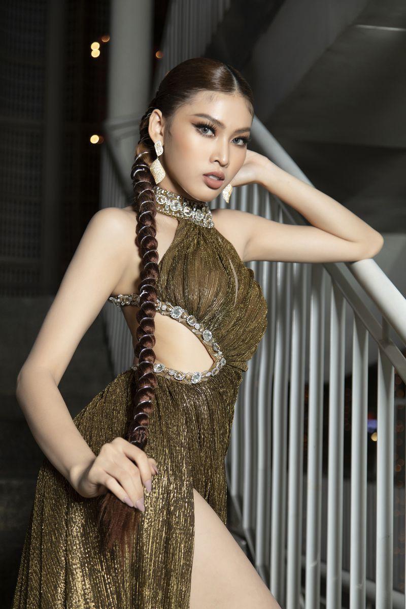 Gam màu vàng sang chảnh đích thị là màu 'phong thuỷ' của Á hậu Ngọc Thảo ở Miss Grand 2021 ảnh 10