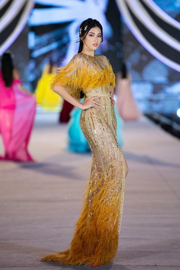 Gam màu vàng sang chảnh đích thị là màu 'phong thuỷ' của Á hậu Ngọc Thảo ở Miss Grand 2021 ảnh 7
