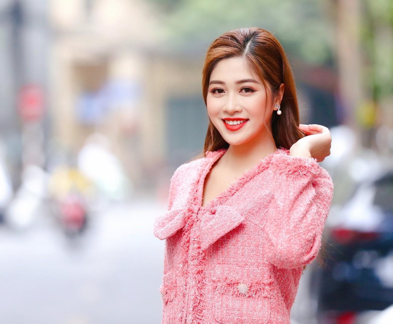 Hoa hậu Đỗ Thị Hà diện váy lệch vai khoe vóc dáng thon nuột ảnh 7