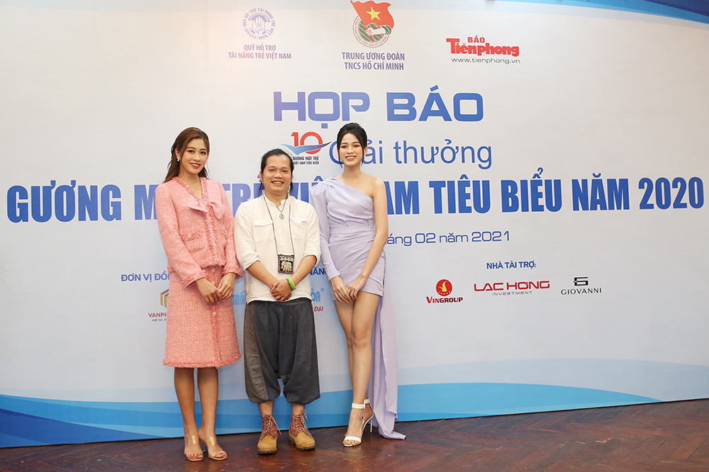 Hoa hậu Đỗ Thị Hà diện váy lệch vai khoe vóc dáng thon nuột ảnh 9