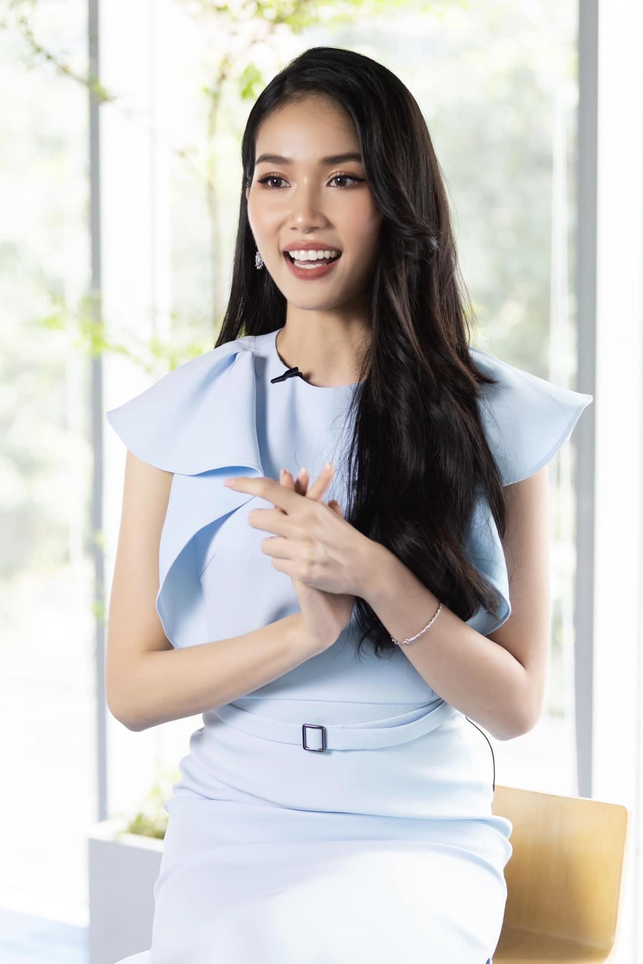 Á hậu Phương Anh mặc áo crop-top khoe vòng eo 'con kiến' ảnh 7