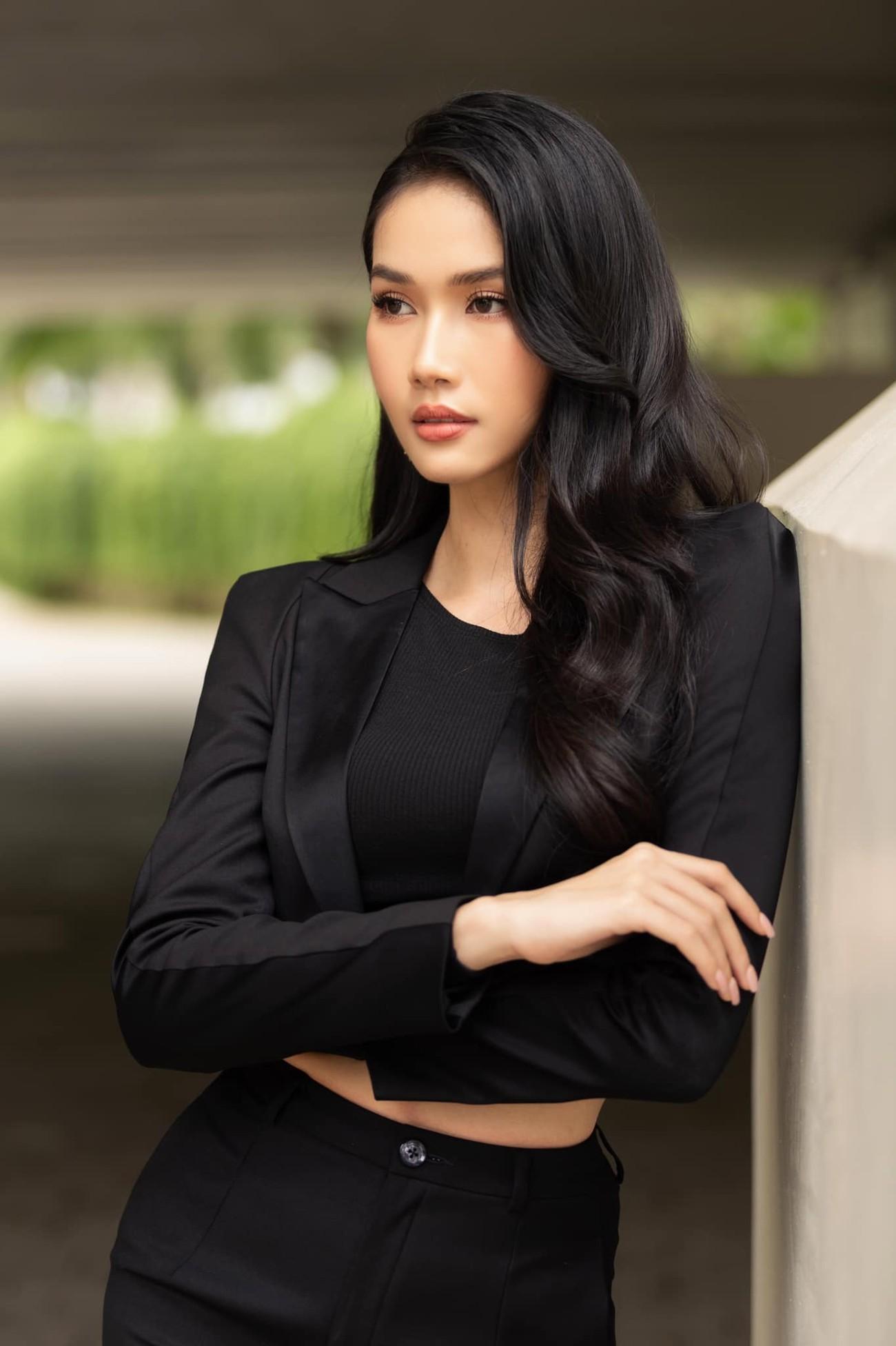 Á hậu Phương Anh mặc áo crop-top khoe vòng eo 'con kiến' ảnh 6