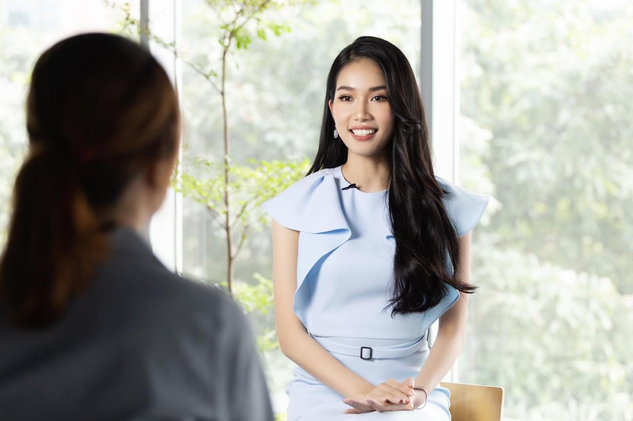 Á hậu Phương Anh mặc áo crop-top khoe vòng eo 'con kiến' ảnh 8
