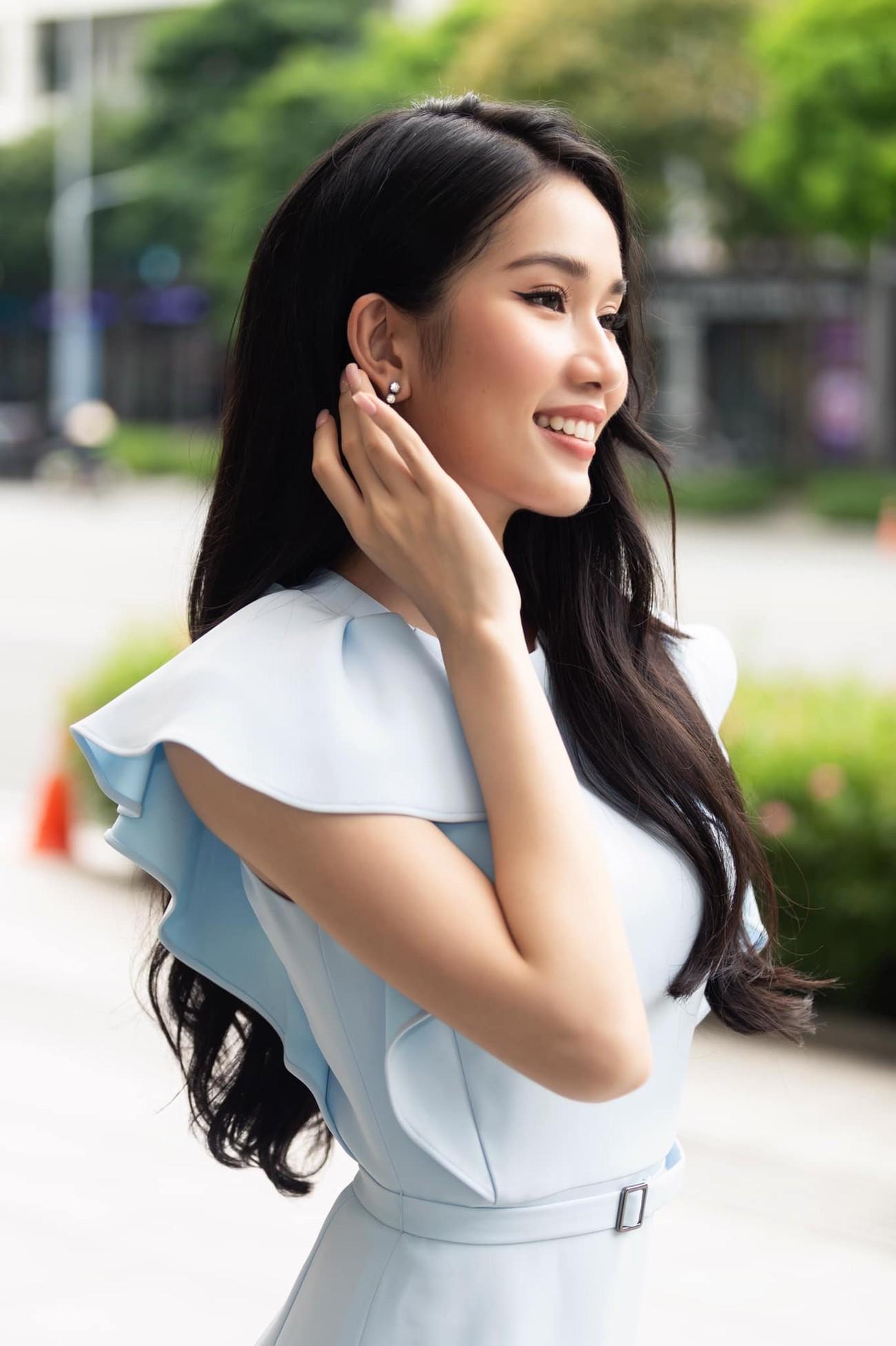 Á hậu Phương Anh mặc áo crop-top khoe vòng eo 'con kiến' ảnh 3