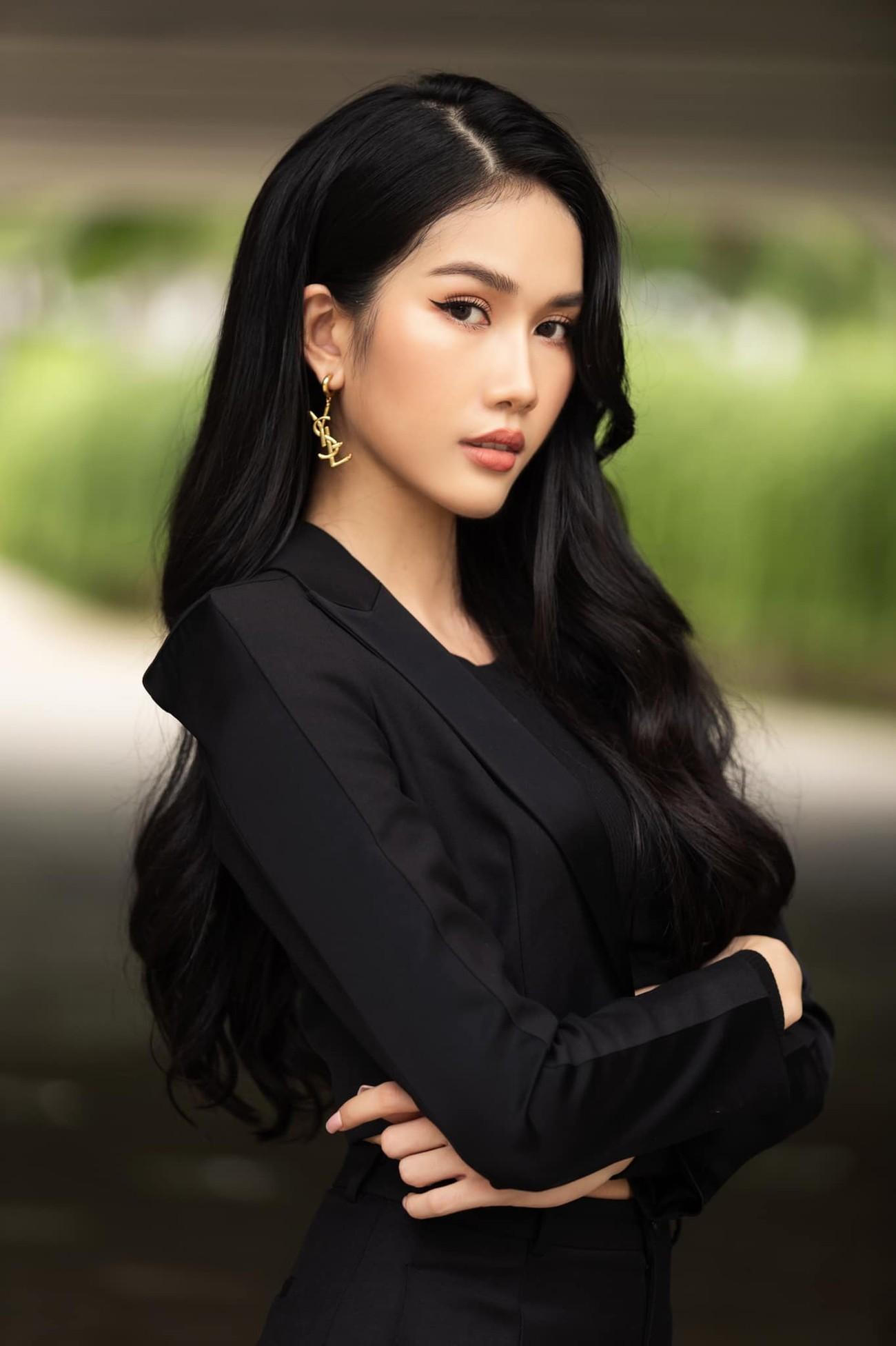 Á hậu Phương Anh mặc áo crop-top khoe vòng eo 'con kiến' ảnh 5
