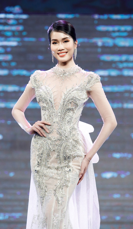 Gam màu trắng thanh lịch là 'chân ái' của Á hậu Phương Anh tại Miss International 2021 ảnh 11