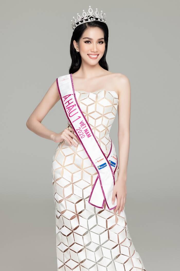 Gam màu trắng thanh lịch là 'chân ái' của Á hậu Phương Anh tại Miss International 2021 ảnh 14