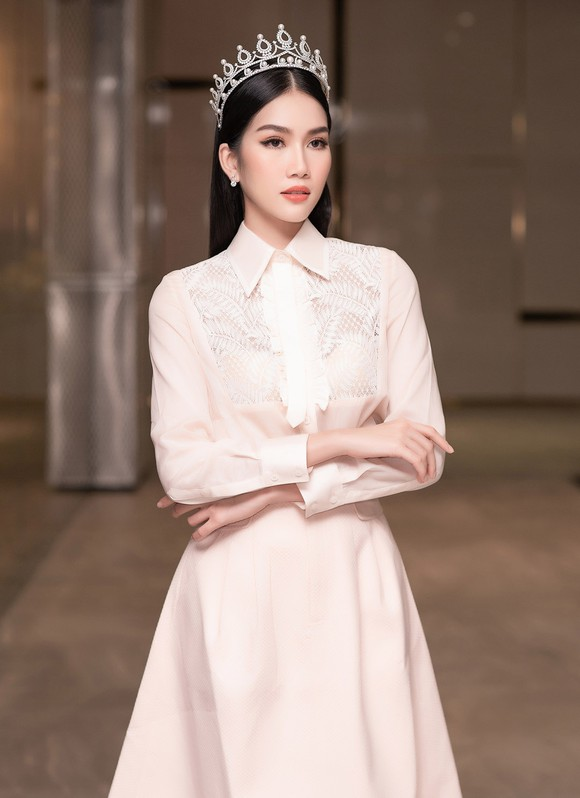 Gam màu trắng thanh lịch là 'chân ái' của Á hậu Phương Anh tại Miss International 2021 ảnh 9