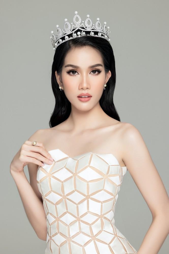 Gam màu trắng thanh lịch là 'chân ái' của Á hậu Phương Anh tại Miss International 2021 ảnh 13