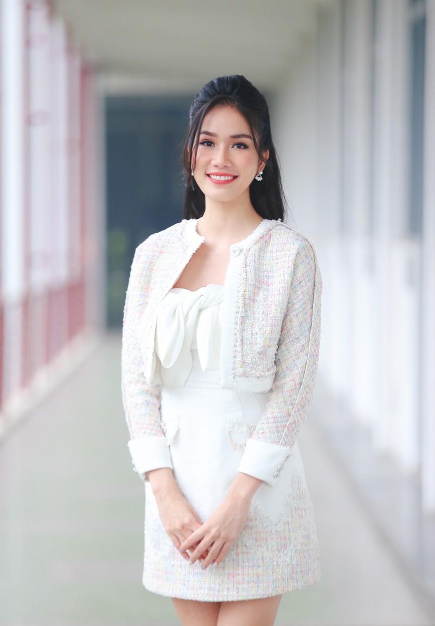Gam màu trắng thanh lịch là 'chân ái' của Á hậu Phương Anh tại Miss International 2021 ảnh 5