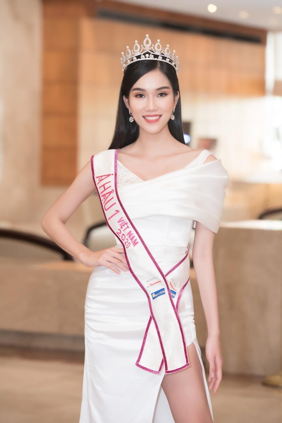 Gam màu trắng thanh lịch là 'chân ái' của Á hậu Phương Anh tại Miss International 2021 ảnh 2