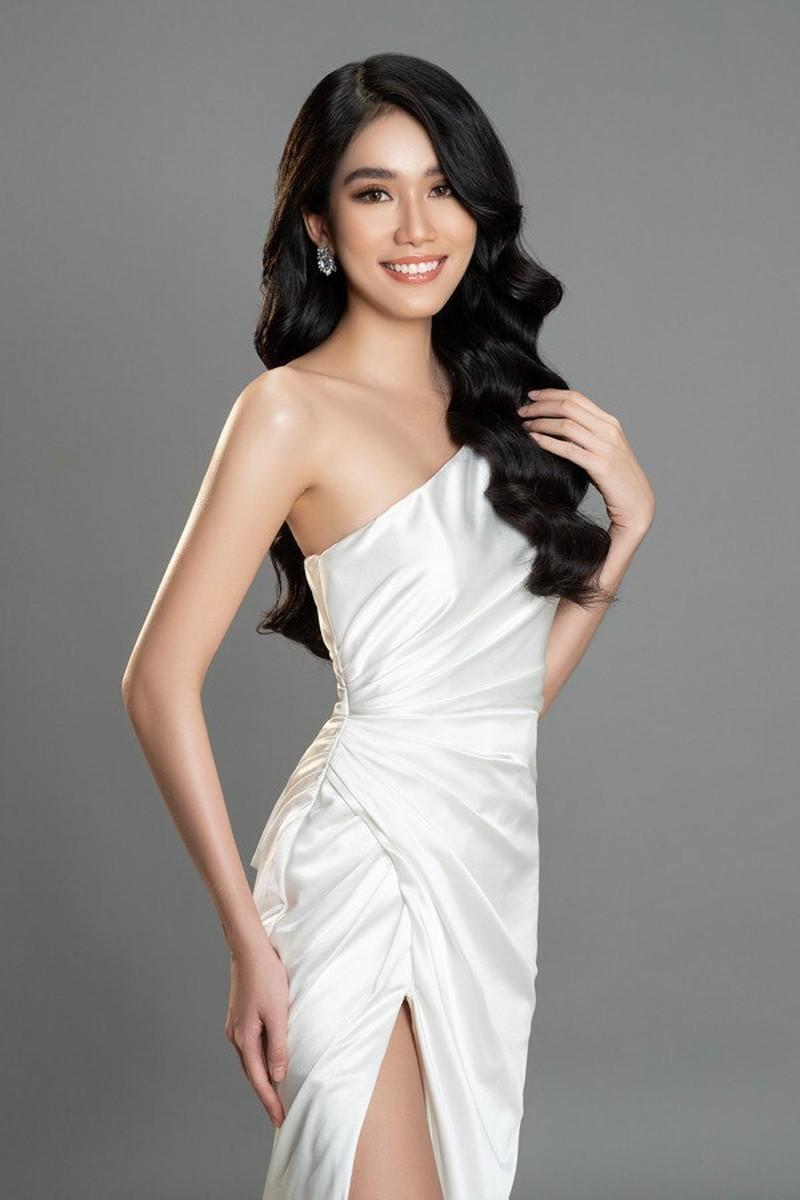 Gam màu trắng thanh lịch là 'chân ái' của Á hậu Phương Anh tại Miss International 2021 ảnh 3