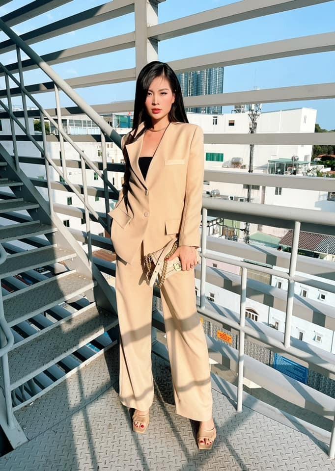 Hoa hậu Tiểu Vy mặc đơn giản vẫn đẹp hút hồn, Mai Phương Thuý diện váy cúp ngực nóng bỏng ảnh 8