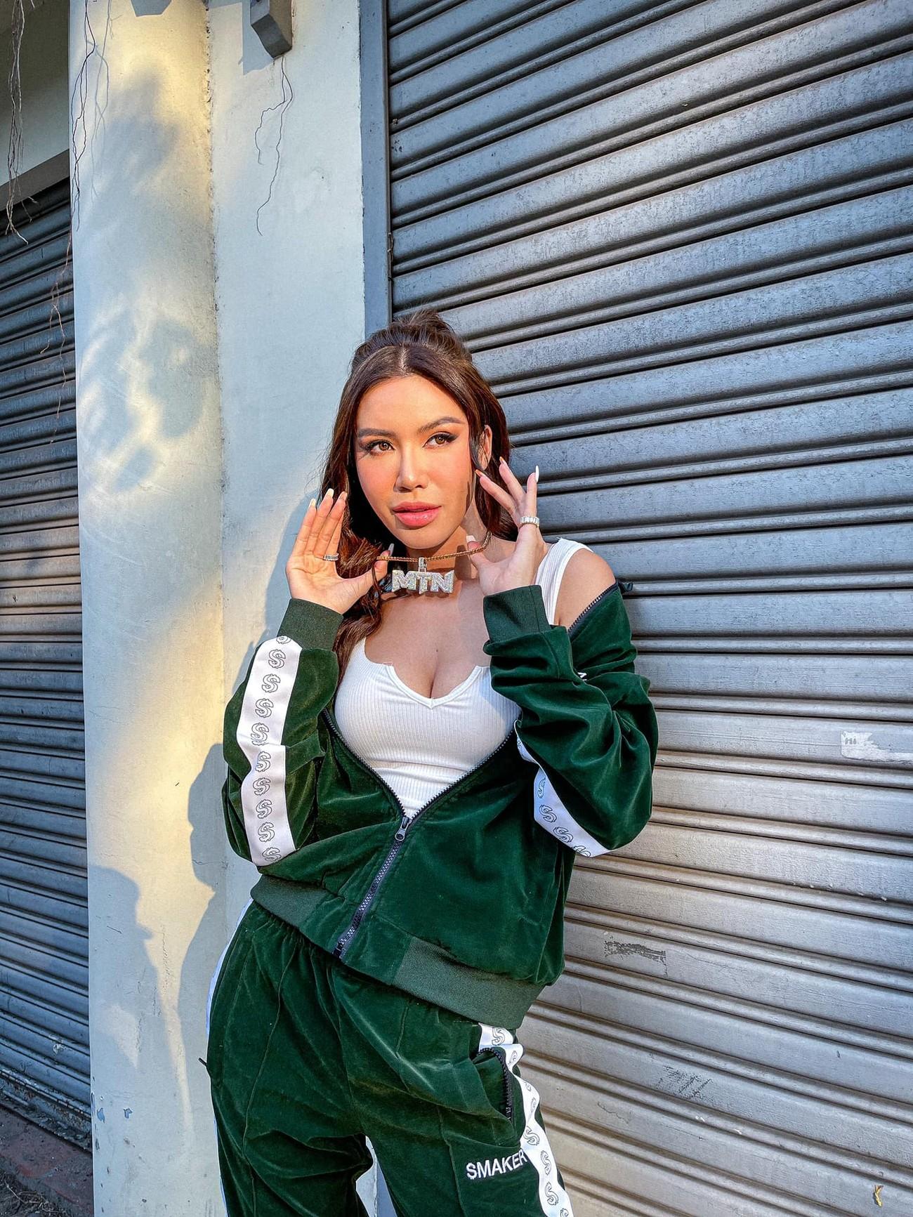 Hoa hậu Tiểu Vy mặc đơn giản vẫn đẹp hút hồn, Mai Phương Thuý diện váy cúp ngực nóng bỏng ảnh 6