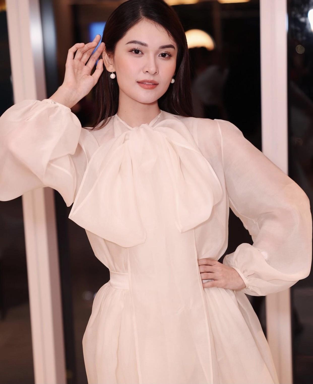 Hoa hậu Tiểu Vy mặc đơn giản vẫn đẹp hút hồn, Mai Phương Thuý diện váy cúp ngực nóng bỏng ảnh 12