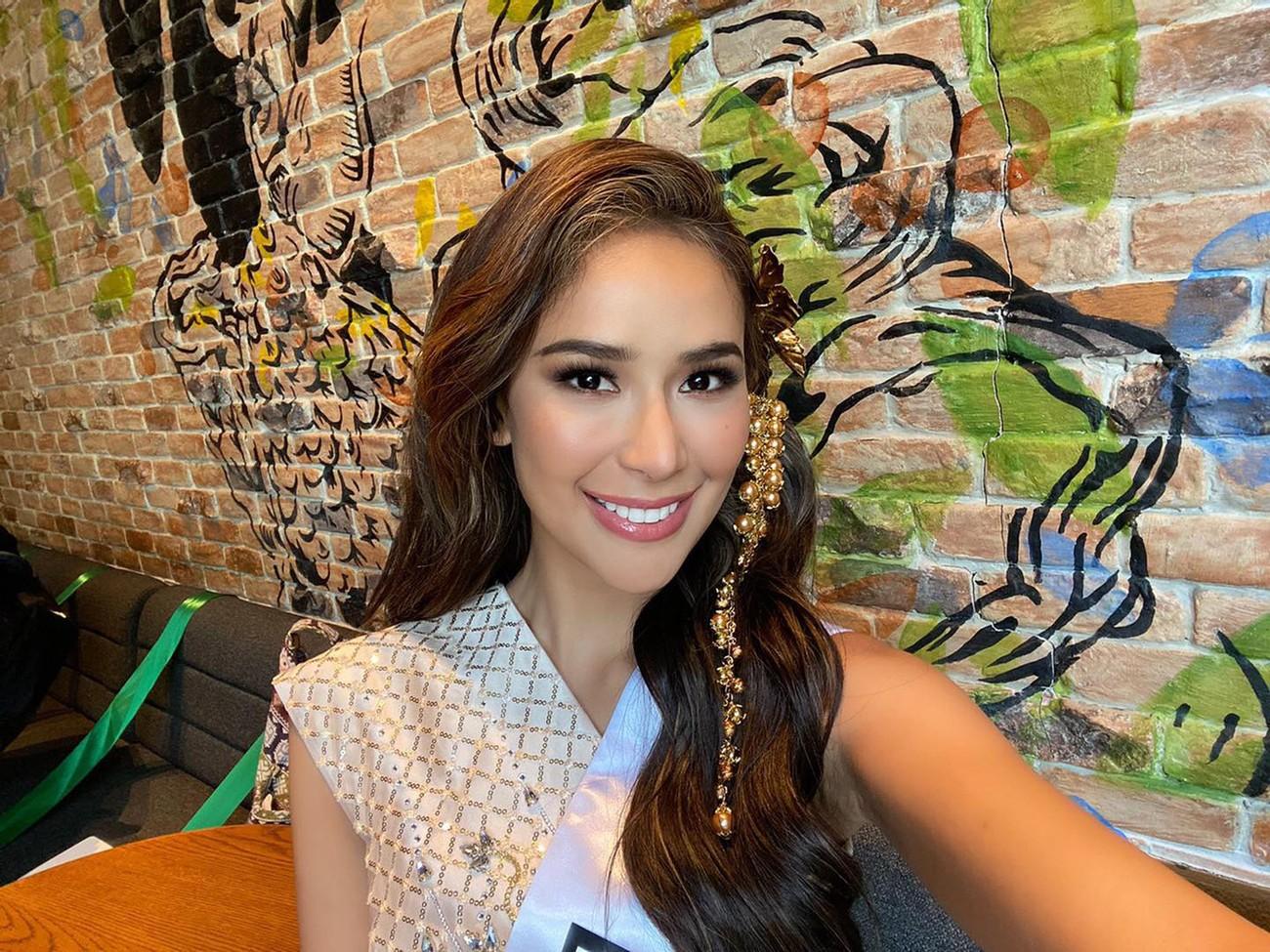 Mặc màu vàng 'phong thuỷ' ra sân bay sang Thái Lan, Á hậu Ngọc Thảo gây 'bão like' trên trang chủ Miss Grand ảnh 5