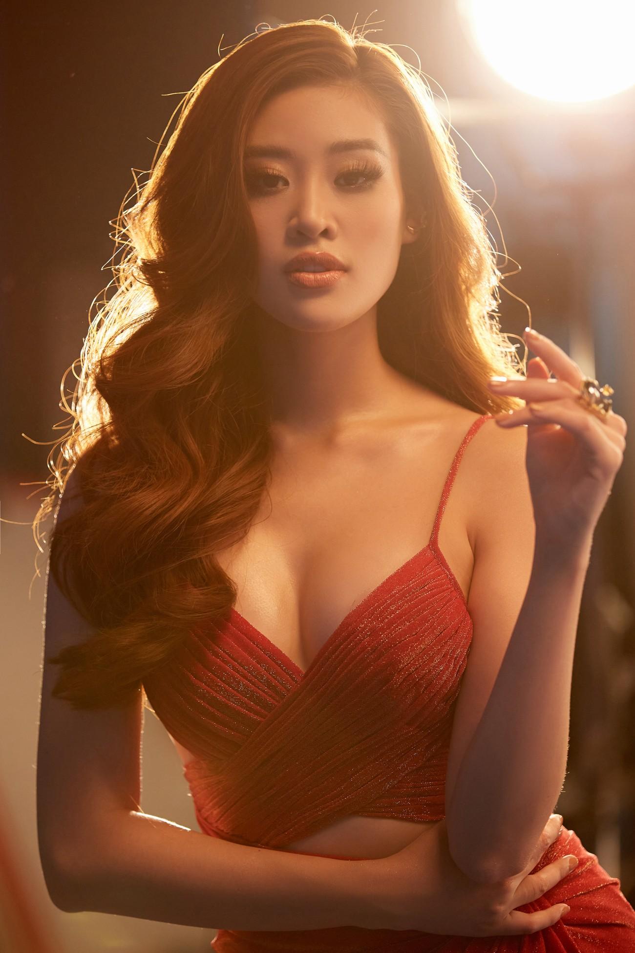 Khánh Vân 'chơi trội' với 5 lay-out nổi bật, quyết tâm 'gây bão' tại Miss Universe 2021 ảnh 3