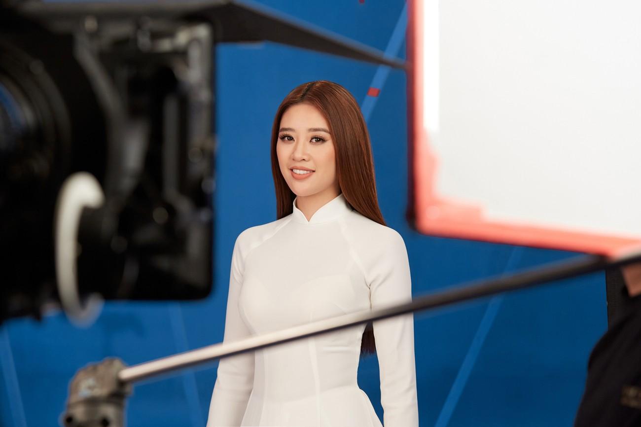 Khánh Vân 'chơi trội' với 5 lay-out nổi bật, quyết tâm 'gây bão' tại Miss Universe 2021 ảnh 4