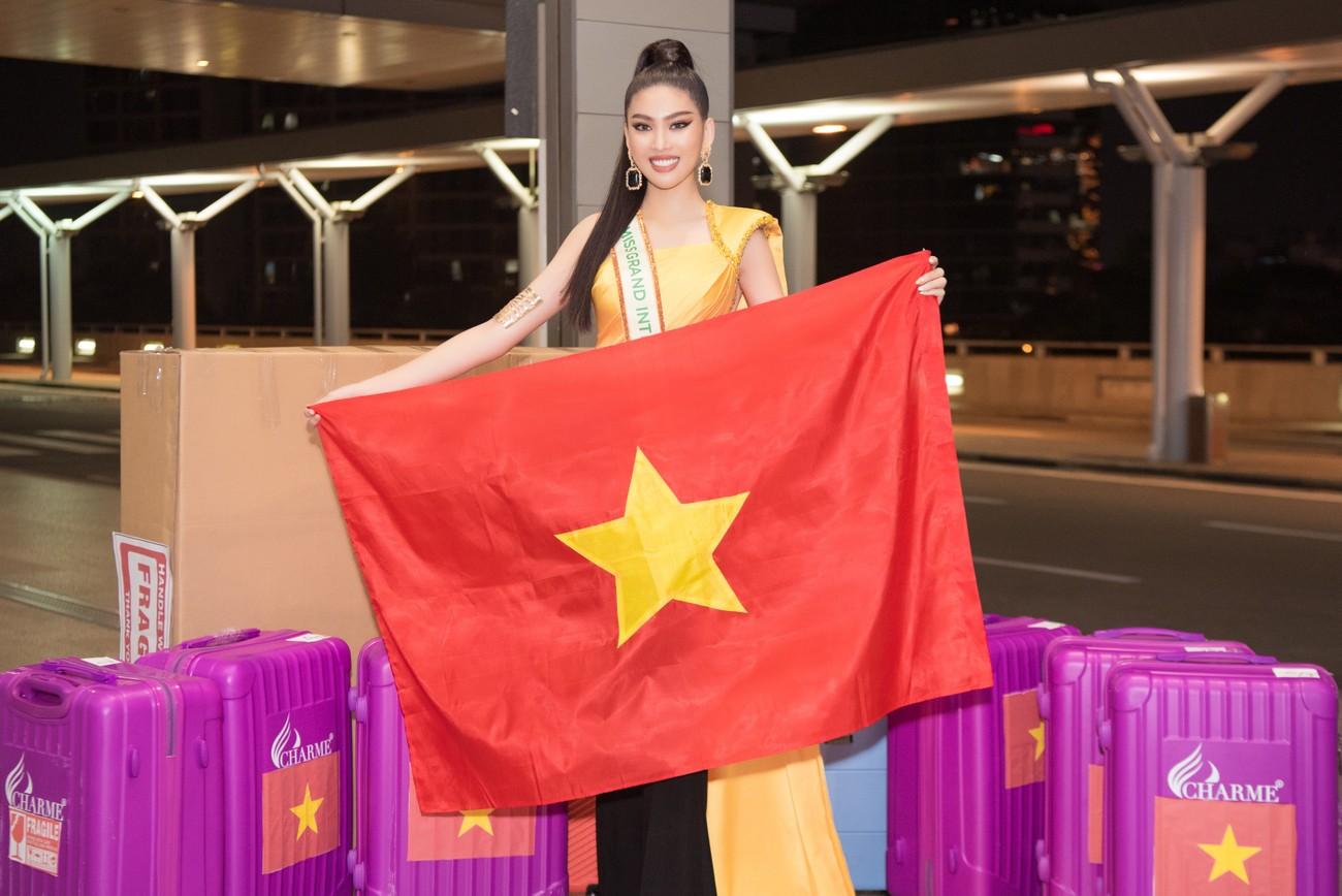 Mặc đồ bảo hộ bay sang Thái Lan thi Miss Grand, Á hậu Ngọc Thảo vẫn xinh đẹp rạng rỡ ảnh 1