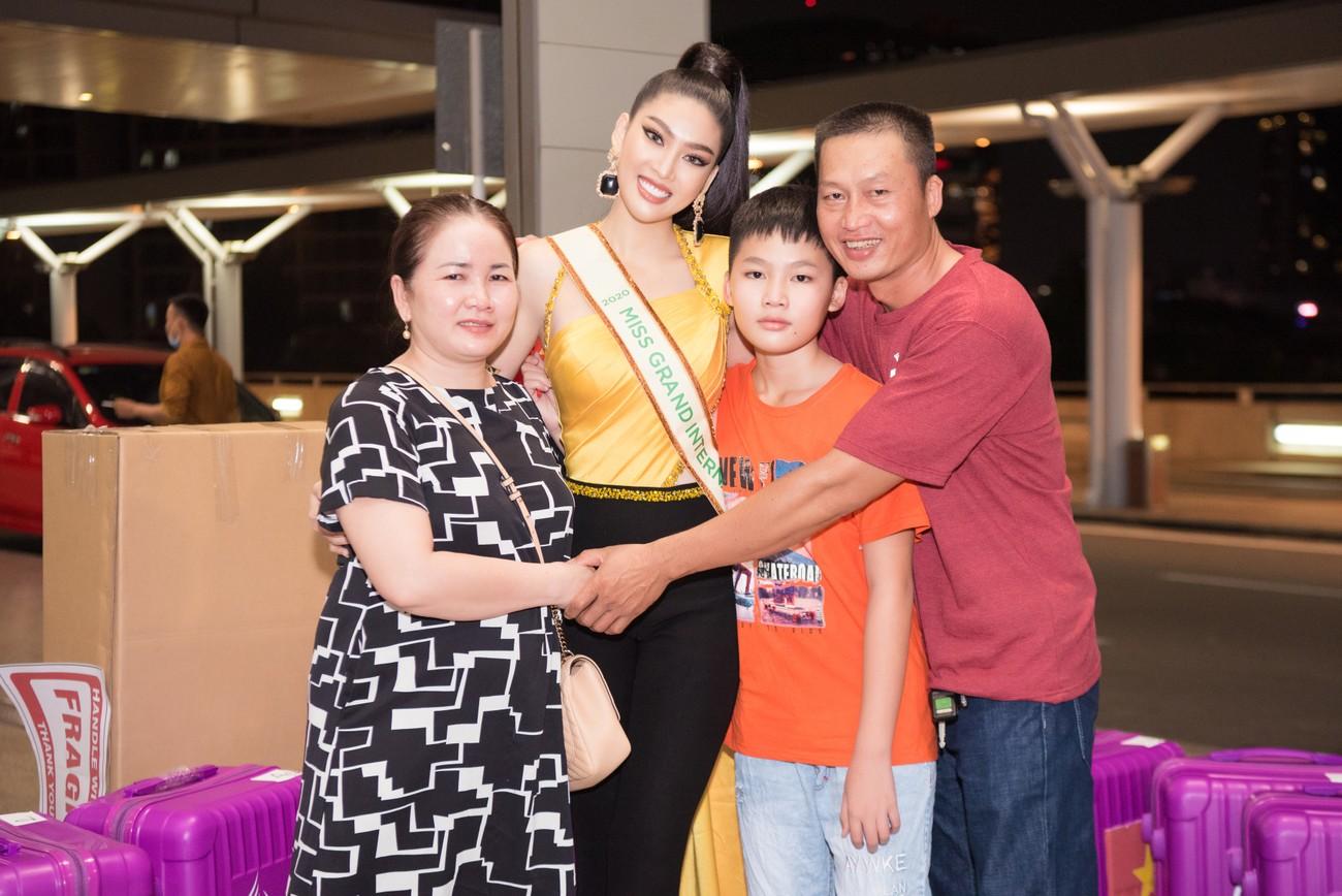 Mặc đồ bảo hộ bay sang Thái Lan thi Miss Grand, Á hậu Ngọc Thảo vẫn xinh đẹp rạng rỡ ảnh 8