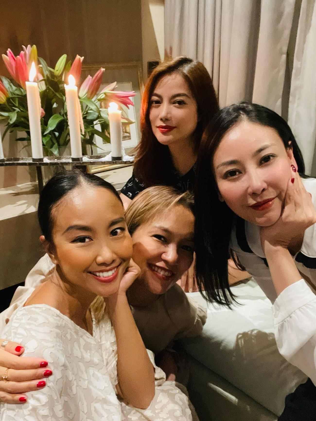Á hậu Phương Anh mặc áo tắm sexy, Ngọc Thảo giản dị vẫn quyến rũ trong phòng cách ly ảnh 12