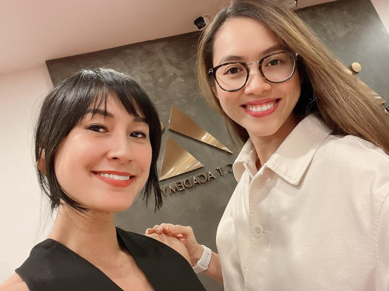 Á hậu Phương Anh mặc áo tắm sexy, Ngọc Thảo giản dị vẫn quyến rũ trong phòng cách ly ảnh 11
