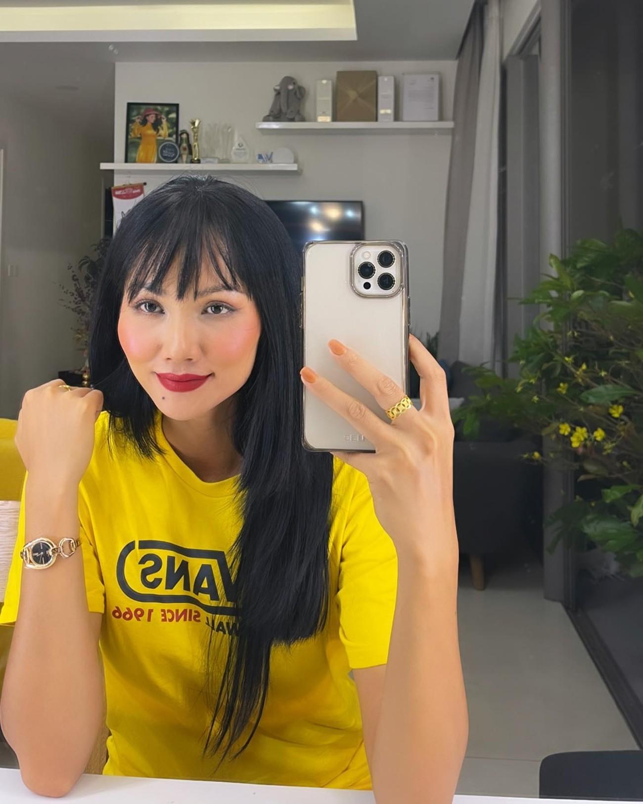 Á hậu Phương Anh mặc áo tắm sexy, Ngọc Thảo giản dị vẫn quyến rũ trong phòng cách ly ảnh 5
