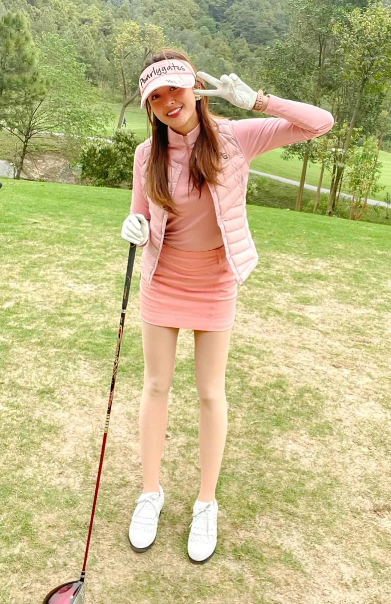 Á hậu Phương Anh mặc áo tắm sexy, Ngọc Thảo giản dị vẫn quyến rũ trong phòng cách ly ảnh 6