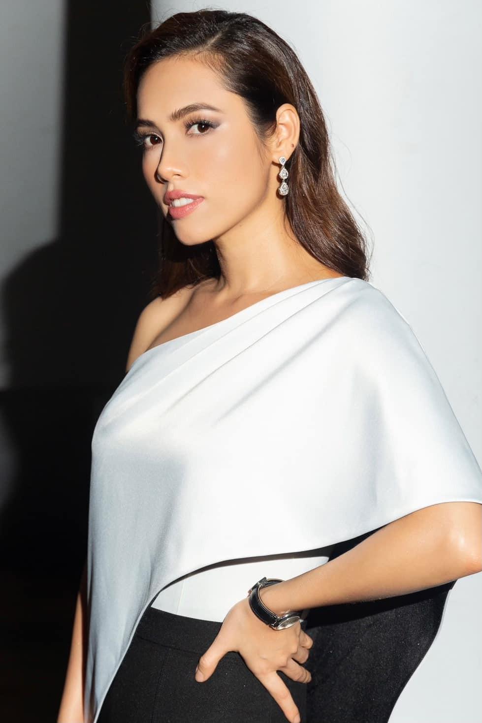 Á hậu duy nhất 'chinh chiến' cả Miss World và Miss Universe giờ thế nào? ảnh 21