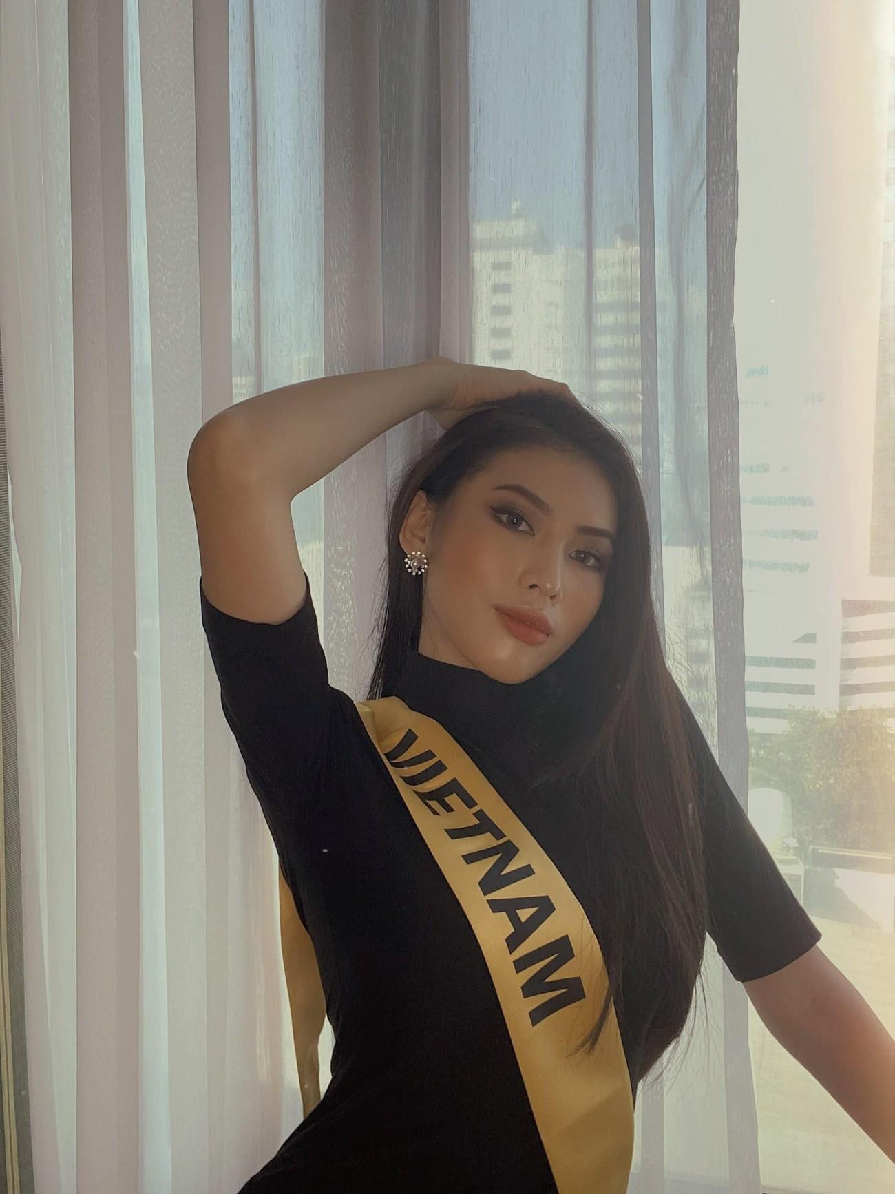 Hoa hậu Đỗ Thị Hà đội vương miện lộng lẫy dự sự kiện, H'Hen Niê hoá công chúa Disney ảnh 14