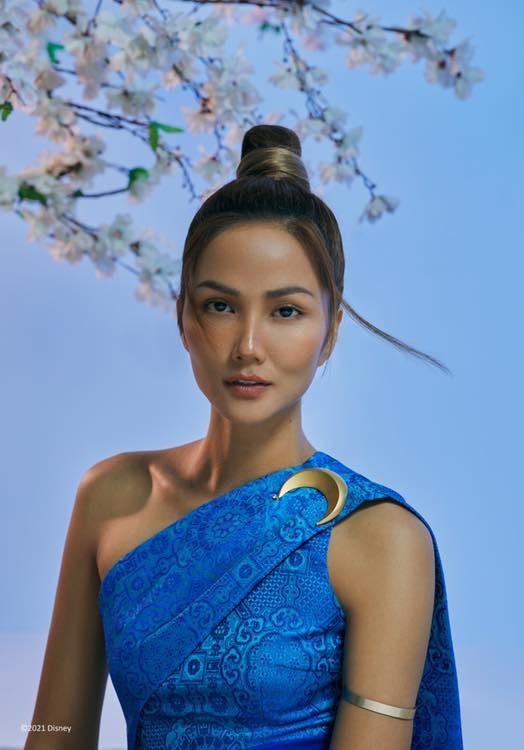Hoa hậu Đỗ Thị Hà đội vương miện lộng lẫy dự sự kiện, H'Hen Niê hoá công chúa Disney ảnh 2