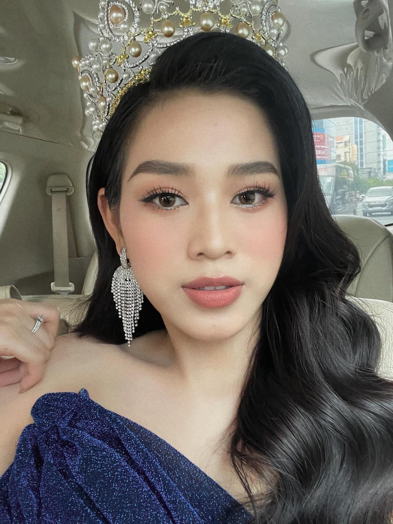 Hoa hậu Đỗ Thị Hà đội vương miện lộng lẫy dự sự kiện, H'Hen Niê hoá công chúa Disney ảnh 1