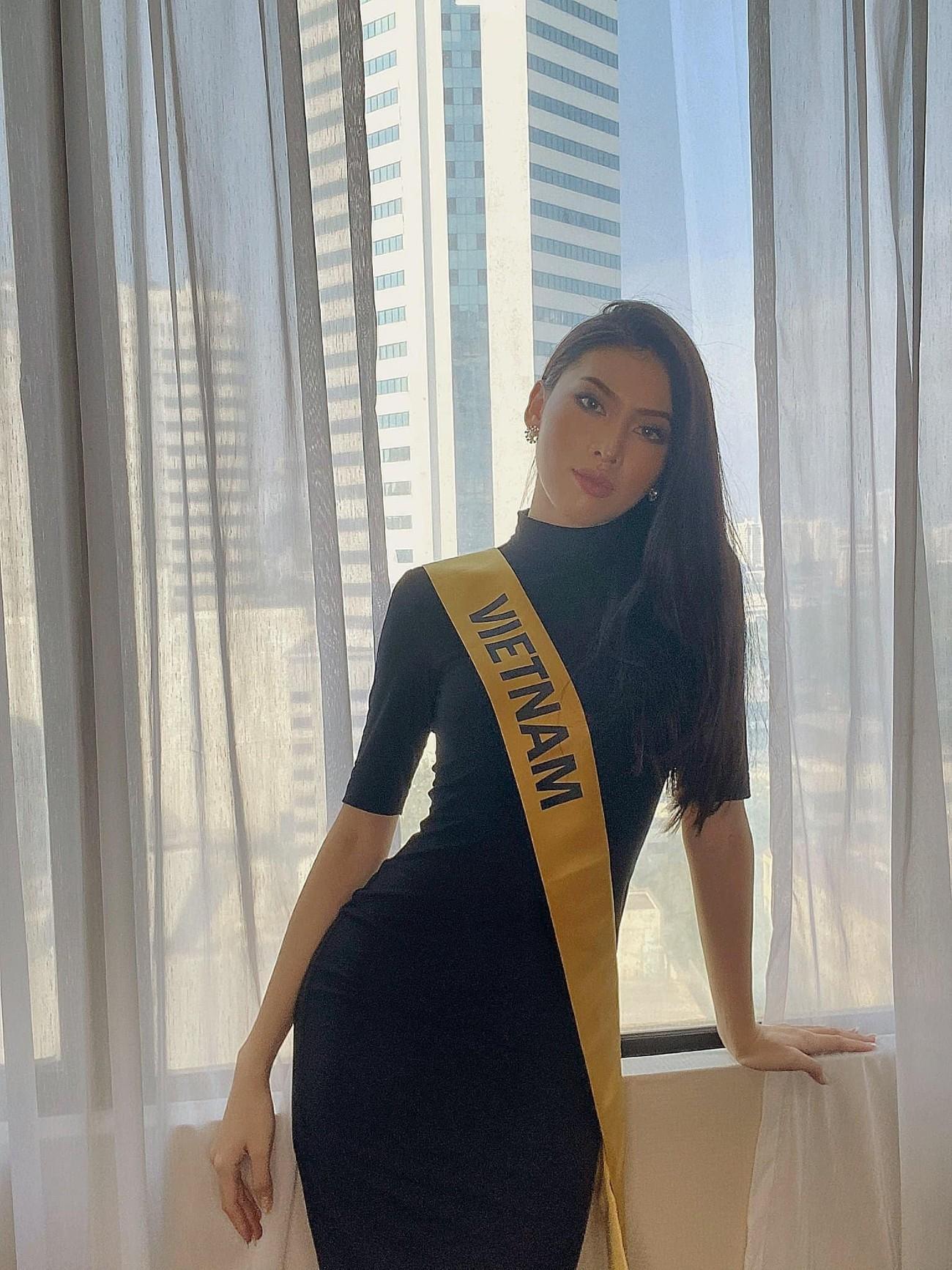 Lần đầu đeo sash Miss Grand Vietnam ở Thái Lan, Ngọc Thảo mặc váy bó sát gợi cảm gây chú ý ảnh 2