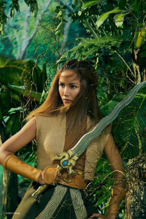 Hoa hậu Đỗ Thị Hà đội vương miện lộng lẫy dự sự kiện, H'Hen Niê hoá công chúa Disney ảnh 3