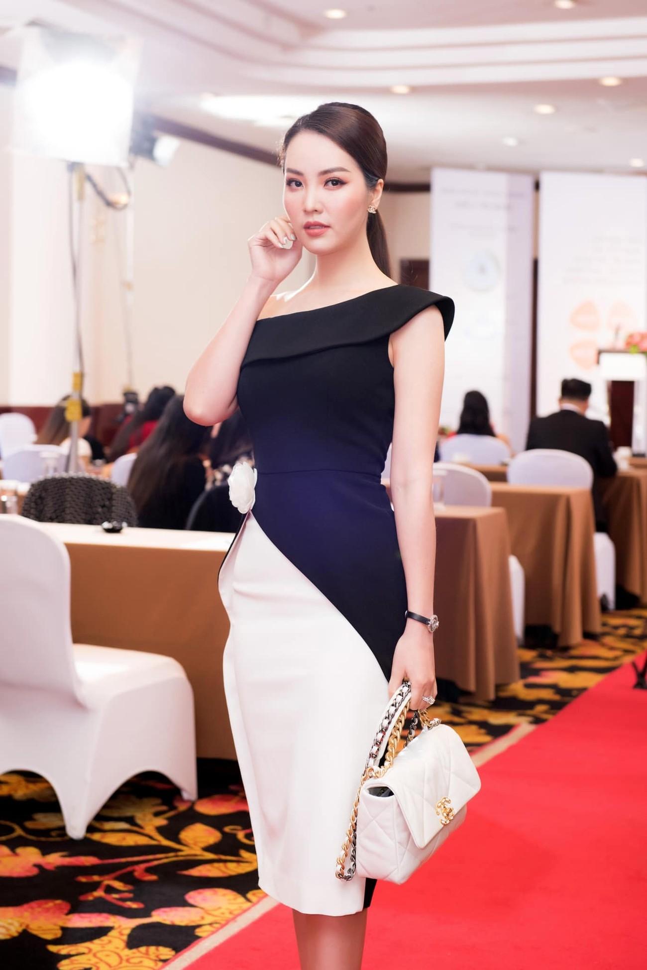 Đỗ Thị Hà mặc sơ-mi trắng giản dị xinh đẹp, Đặng Thu Thảo quyến rũ với váy lệch vai ảnh 10