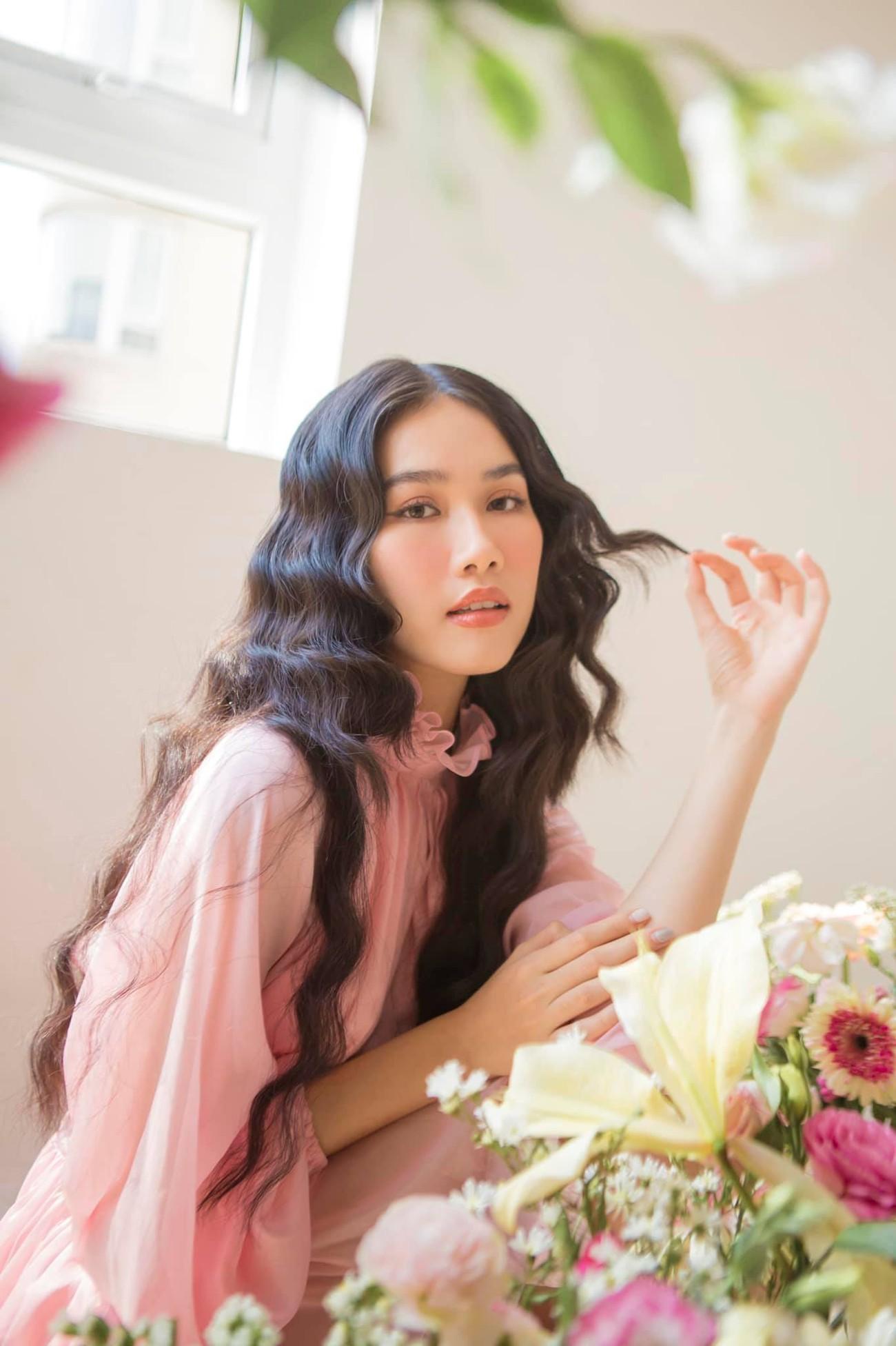 Á hậu Phương Anh đẹp tựa nàng thơ, Ngọc Thảo lên đồ sang chảnh uống cafe trong khu cách ly ảnh 2