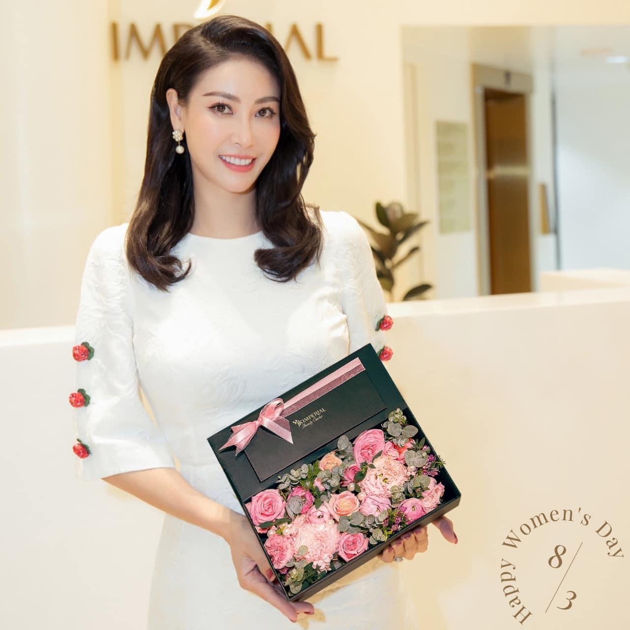 Á hậu Phương Anh đẹp tựa nàng thơ, Ngọc Thảo lên đồ sang chảnh uống cafe trong khu cách ly ảnh 8