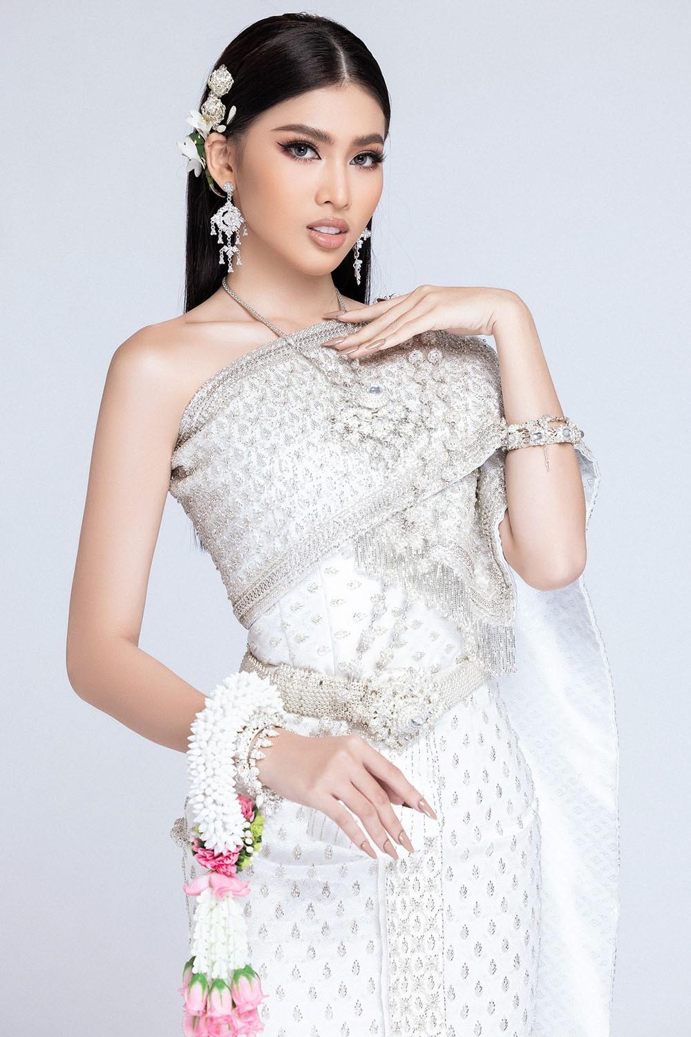 Sau khi bị hack instagram, Ngọc Thảo tung bộ ảnh đẹp 'đỉnh cao' khi mặc quốc phục Thái Lan ảnh 4