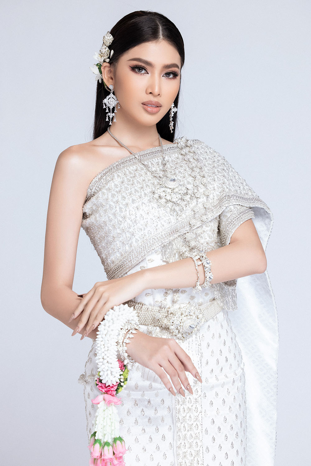 Sau khi bị hack instagram, Ngọc Thảo tung bộ ảnh đẹp 'đỉnh cao' khi mặc quốc phục Thái Lan ảnh 5