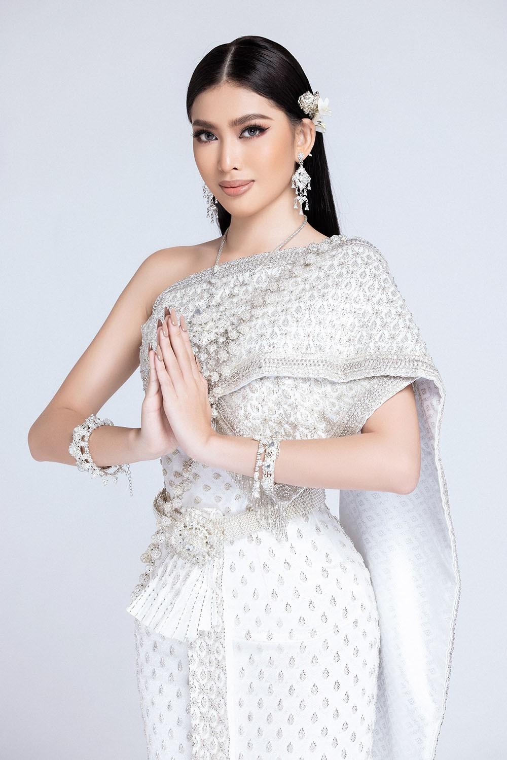Sau khi bị hack instagram, Ngọc Thảo tung bộ ảnh đẹp 'đỉnh cao' khi mặc quốc phục Thái Lan ảnh 2
